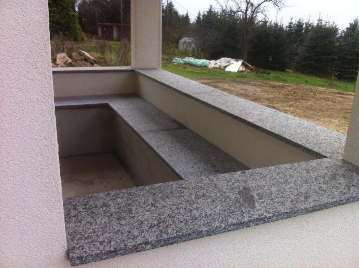 bild abdeckungen sitzb nke in granit serizzo gneis geflammt in ohorn 01896. Black Bedroom Furniture Sets. Home Design Ideas
