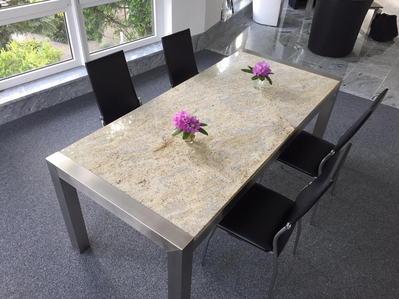 bild gro er esstisch mit tischgestell edelstahl platte granit. Black Bedroom Furniture Sets. Home Design Ideas