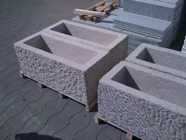 Bild pflanzk bel aus massiven granit gehauen china granit for Esszimmertisch aus granit