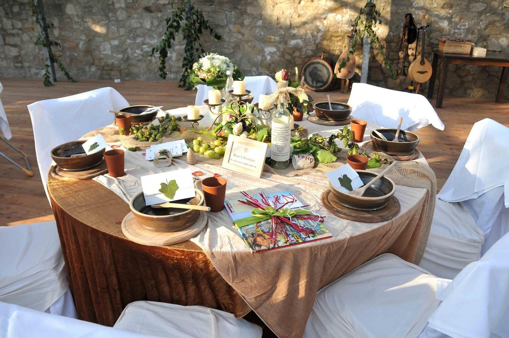 Bild tischdekoration mittelalter for Tischdekoration hochzeit bilder
